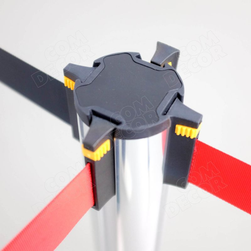 Barrier pole with retractable belts